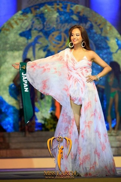miss-earth-2012-resort-wear-competition-group-1 (10)