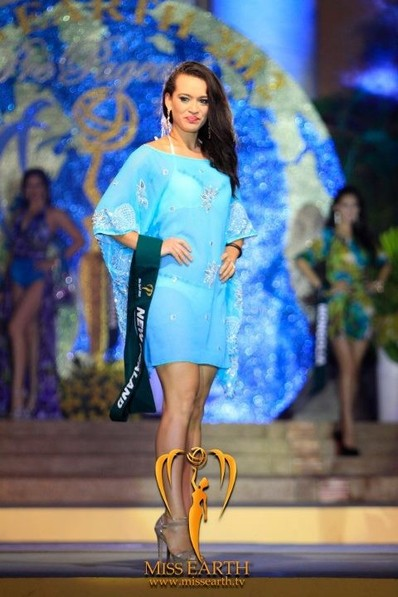miss-earth-2012-resort-wear-competition-group-1 (13)