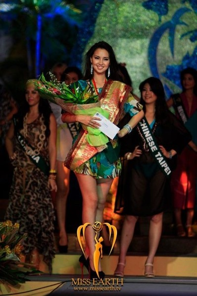 miss-earth-2012-resort-wear-competition-group-1 (15)