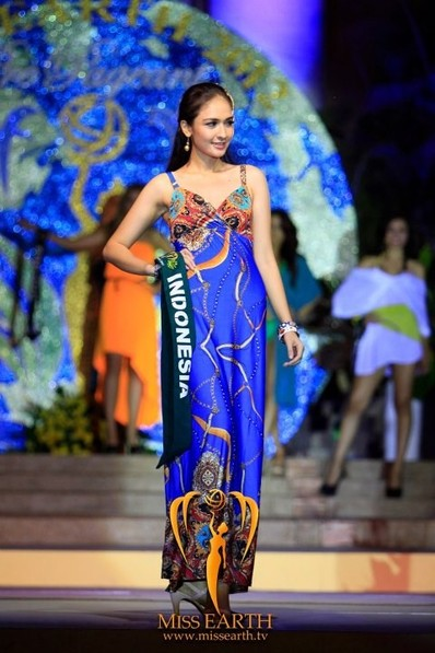 miss-earth-2012-resort-wear-competition-group-1 (23)