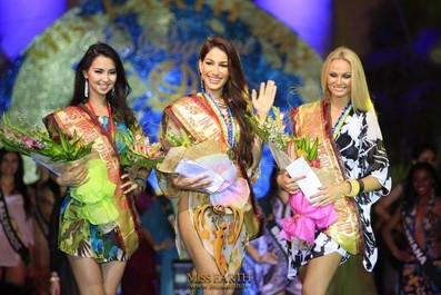 miss-earth-2012-resort-wear-competition-group-1 (26)