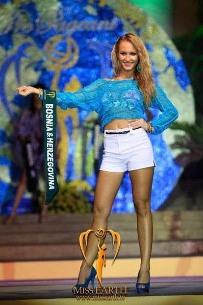 miss-earth-2012-resort-wear-competition-group-1 (5)
