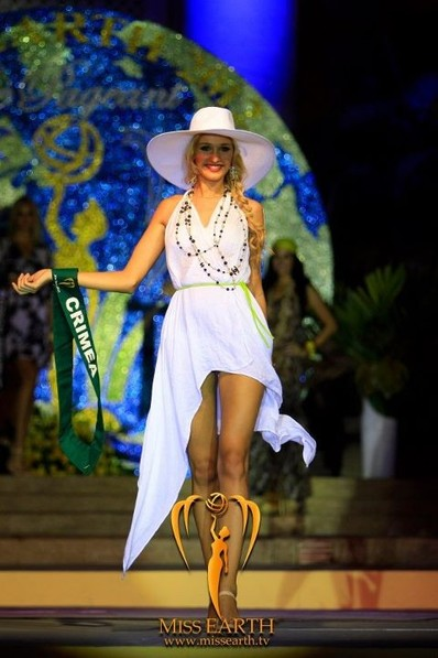 miss-earth-2012-resort-wear-competition-group-1 (8)
