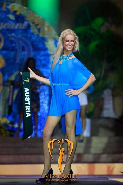 miss-earth-2012-resort-wear-competition-group-1