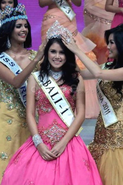 Crowning_Miss_Indonesia_2012